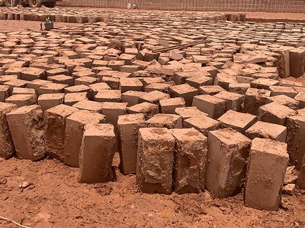 紅砂巖石塊